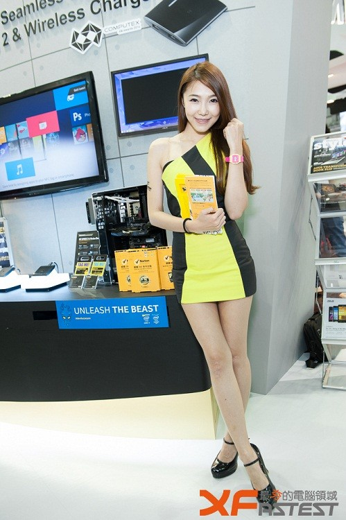 Booth-Babes-Computex-2014-36