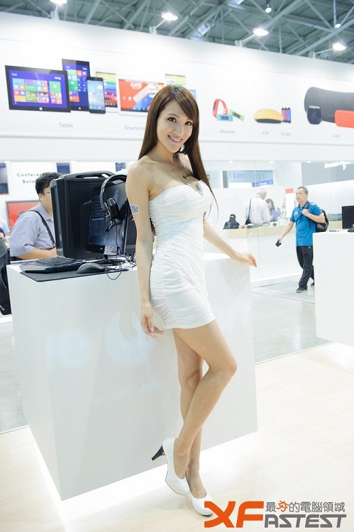 Booth-Babes-Computex-2014-43