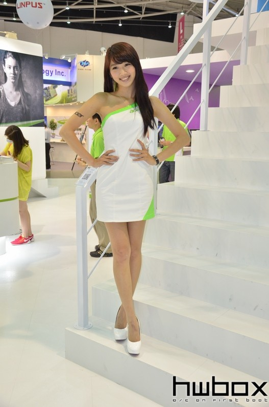 Booth-Babes-Computex-2014-80