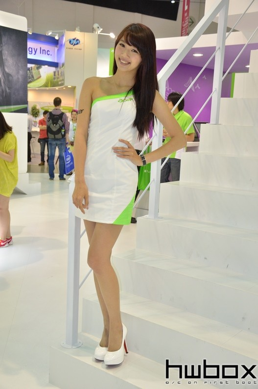 Booth-Babes-Computex-2014-811