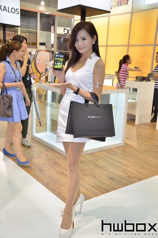 Booth-Babes-Computex-2014-88