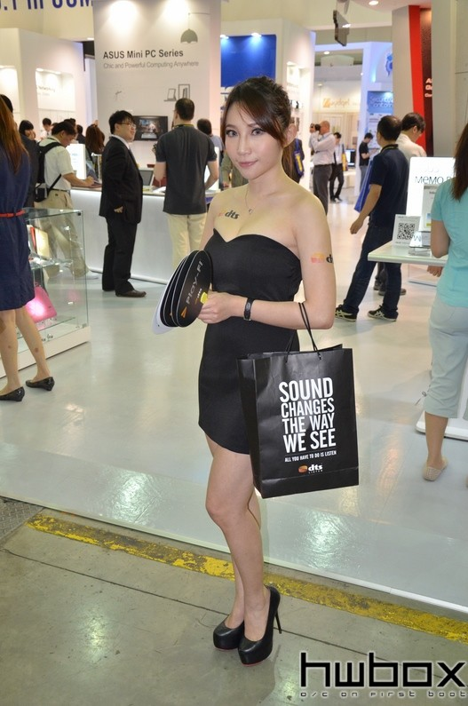 Booth-Babes-Computex-2014-911