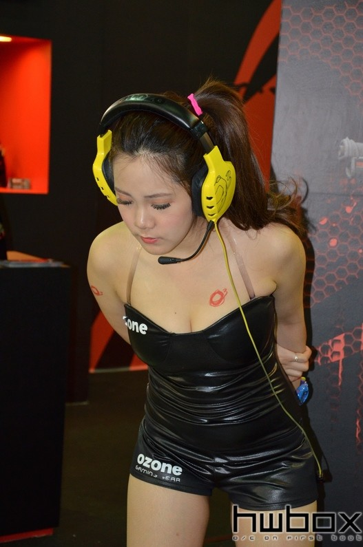 Booth-Babes-Computex-2014-98