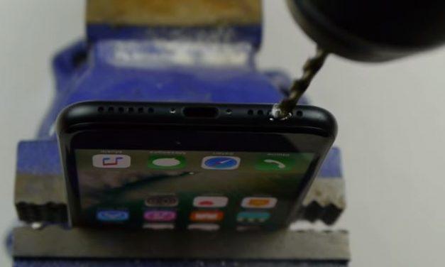 La estupidez humana no conoce limites, usuarios perforan el iPhone 7